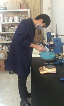 Peser avec précision le composant diazo
