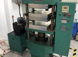 Machine de vulcanisation à plat